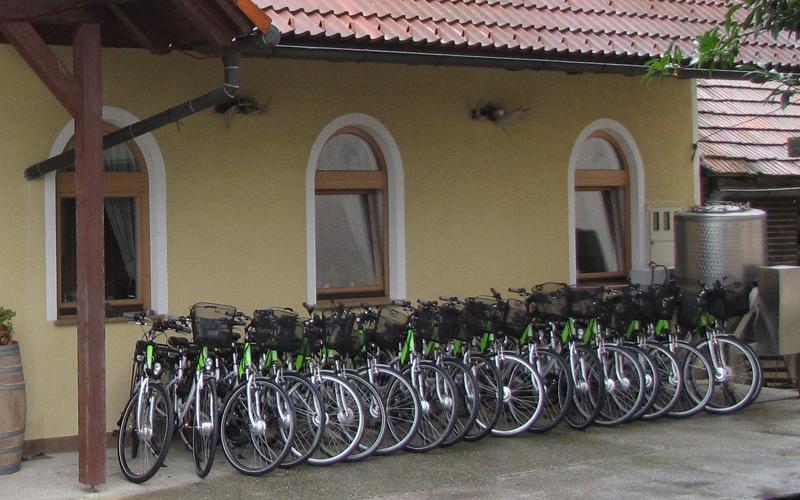 E kolesa že pod našo streho